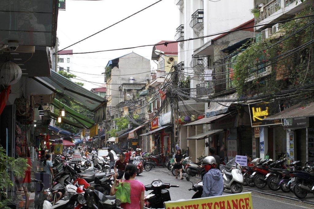 Scotere i Hanoi familieferie Vietnam