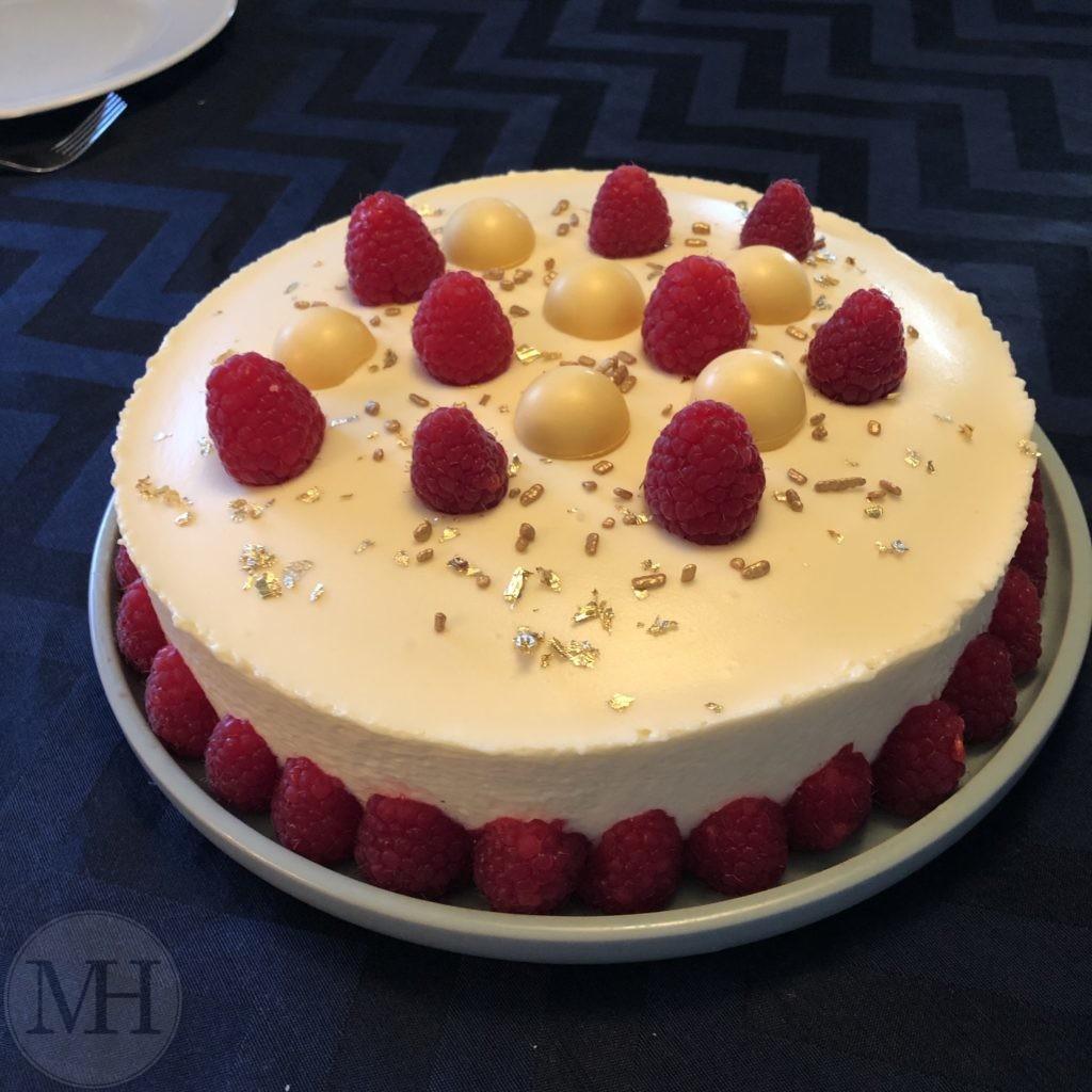 hvid chokolademousse hindbærmousse nøddebund