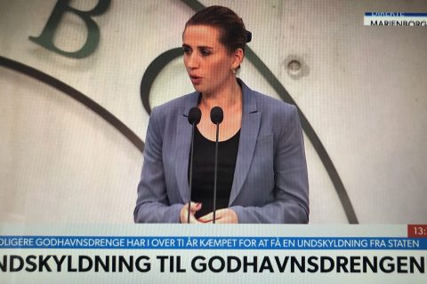 Mette Frederiksen siger undskyld